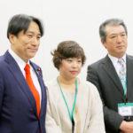 参議院議員 川田 龍平さんも駆けつけてくれ工藤さん夫妻と記念撮影